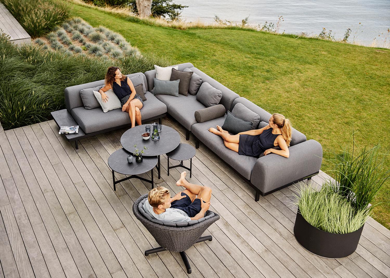 loungemax_pfaeffikon_frotnseite_tische_und_stuehle